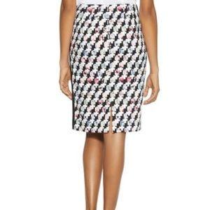 Beautiful White House Black Market Pencil skirt
